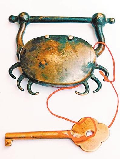 清代铜质螃蟹锁