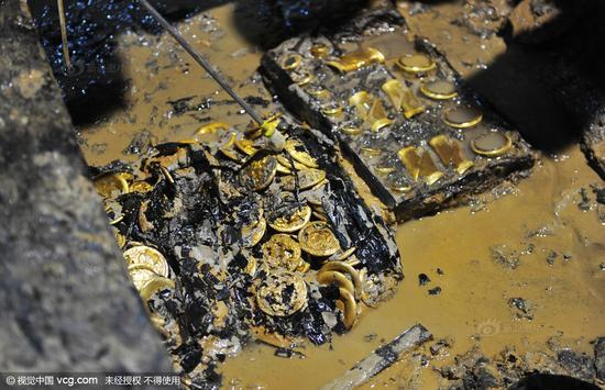 南昌西汉古墓挖出黄金堆