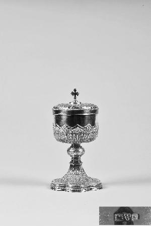 """1919年 """"英国切斯特教堂纯银鎏金圣爵"""",出自教堂,充满庙堂之气,肃穆而庄严。"""