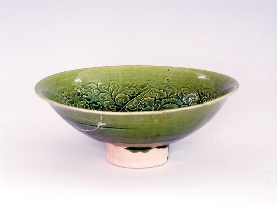 ■南宋 吉州窑绿釉印花高足碗(侧面)