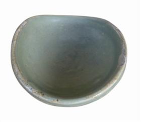 图二:唐代邛窑椭圆形绿釉灯盏