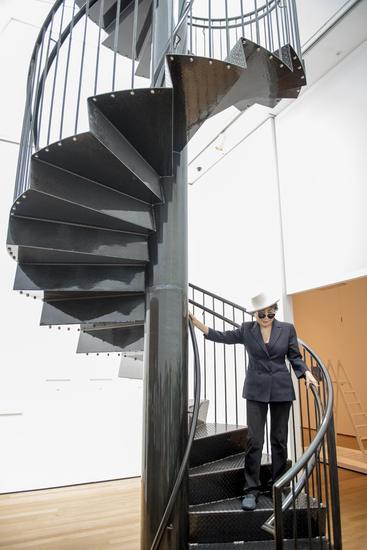 小野洋子,《看天空》,2015 (钢,颜料2015 年纽约当代艺术博物馆展览图片,图片由艺术家提供)