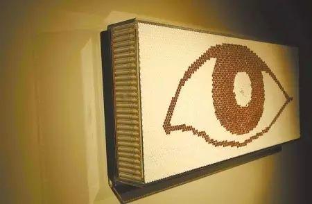 """▲6千支香烟组成的""""眼睛"""""""