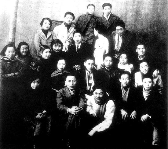 """""""艺术叛徒""""刘海粟和模特"""