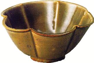 青瓷六弁花式碗