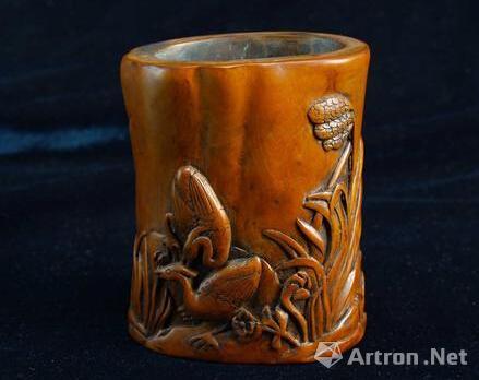 笔筒主要材质有黄花梨,紫檀,鸡翅木,沉香木,金丝楠木,红木,乌木,榉木