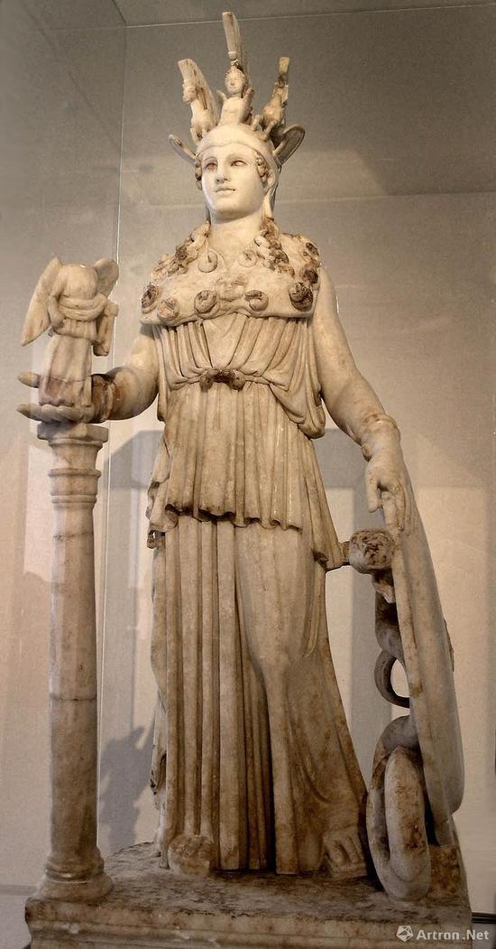 公元前438年,雕刻家菲迪亚斯献给帕特农神殿的雅典娜女神像成为当时最
