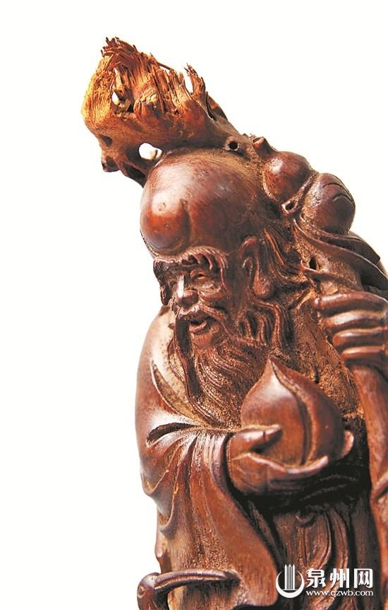 人物头部自然保留了竹子头的形状