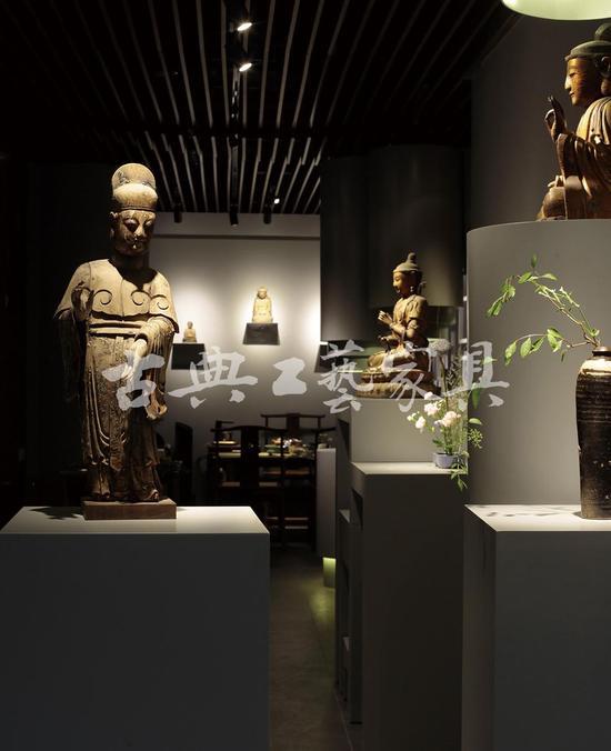陈列其中的古代木造像,上至辽宋,下至晚清。