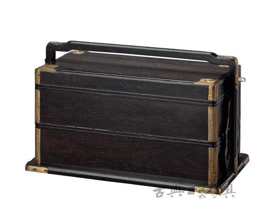 清早期 紫檀两撞提盒,侣明室旧藏。(图片提供:中国嘉德)