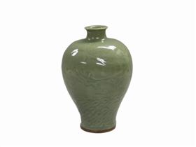 图5 明龙泉窑 海水龙纹梅瓶