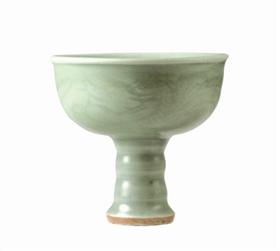 图4 龙纹高足杯