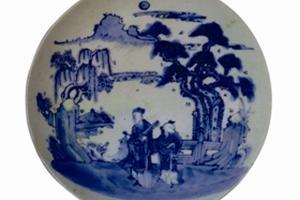 鉴赏德化窑携琴访友图青花瓷盘