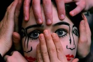 化妆术 让女孩儿变成了双面人