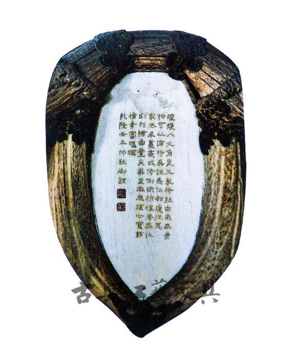 图3 清中期 鹿角椅背象牙板,此款鹿角椅长103.5厘米,宽78.5厘米,通高104.5厘米,座高42厘米,背高62.5厘米。