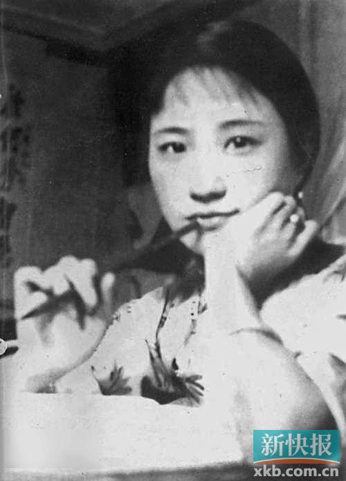 简介 陆小曼(1903-1965) 江苏常州人,现代著名女画家、作家。曾师从刘海粟、陈半丁、贺天健等名家,晚年被吸收为上海中国画院专业画师。