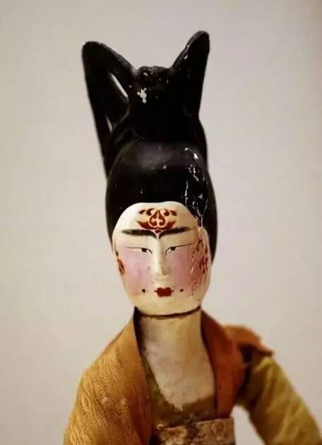 女舞俑  出土于吐鲁番阿斯塔那古墓  唐