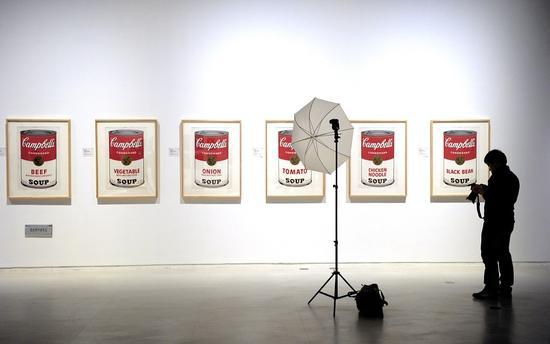 安迪·沃霍尔的罐头作品 图片:PETER PARKS/AFP/Getty Images) (非巴里摩尔的藏品)