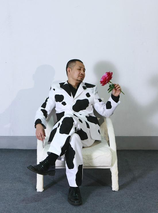 郭海平-行为作品-赏花-2009