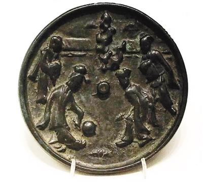古代铜镜上的足球运动