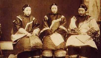 三个旗袍女子