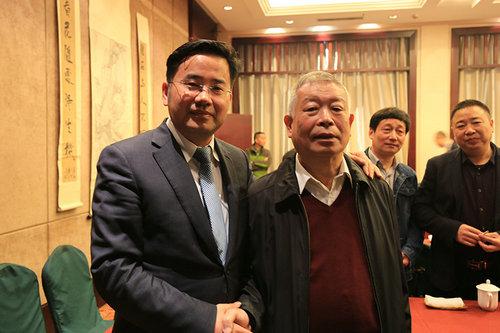 易金集团董事长与戴志强先生合影