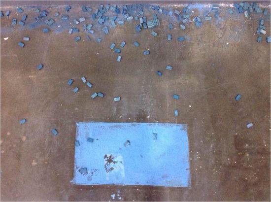 《蓝色药片·砖》局部