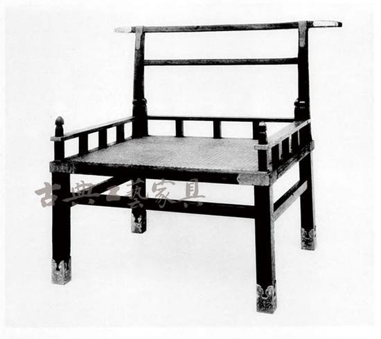 """""""赤漆欟木胡床"""",虽称""""胡床"""",实为椅子,日本沿用唐代旧习,将一切坐卧具通称为床,并把西方传入的高足椅子称为""""胡床""""(其概念并非我国一般所指交椅),唐人则称之为""""倚床""""、""""绳床"""",即椅子。"""