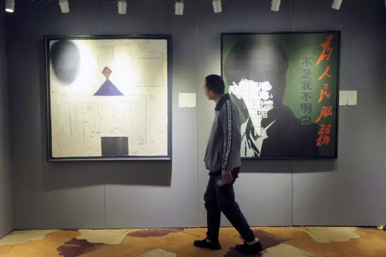 """""""中国二十世纪及当代艺术""""展区同样吸引藏家的眼球"""