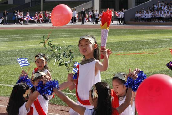 小学生创意运动会掀起奥运风图片