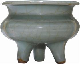 南宋龍泉窯梅子青釉鬲式爐