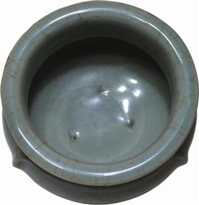 南宋龍泉窯梅子青釉鬲式爐內裡
