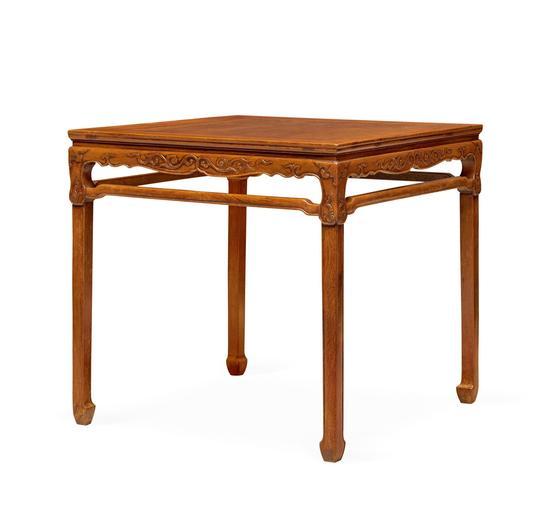 晚明至清前期(1600-1700)  黄花梨矮桌展腿式八仙桌