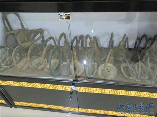 牧民布德花费近千万搜集4000余件乌拉特奇珍