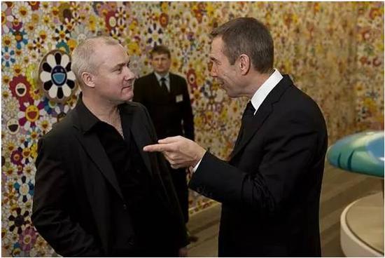 达明·赫斯特(Damien Hirst), 左;杰夫·昆斯(JeffKoons),右