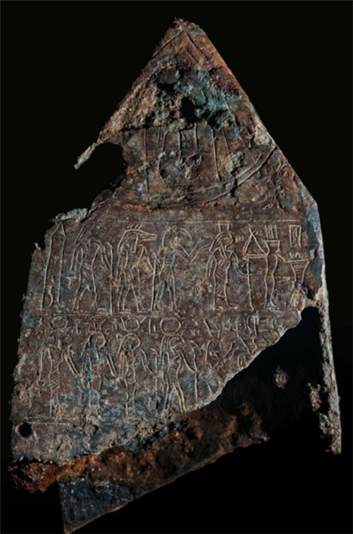在索尼斯·希腊克莱奥发现的一块青铜,上刻有为拉美西斯二世字样的象形文字