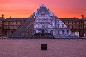 街头艺术家JR酷炫新项目:卢浮宫金字塔入口没了