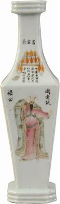 民国粉彩无双谱人物纹方瓶(狄仁杰)