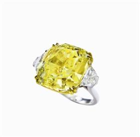 保利香港2016春拍拍品:Scarselli设计艳彩黄钻石配钻石戒指,成交价1298万港元
