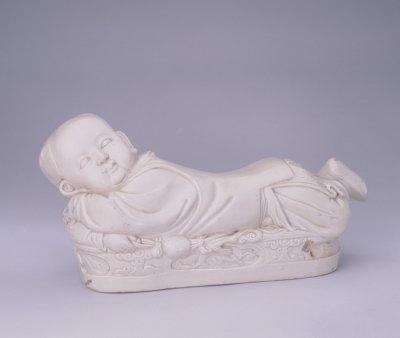 北宋定窑白瓷孩儿枕 北京故宫博物院藏
