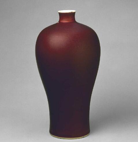 清康熙祭红釉梅瓶 北京故宫博物院藏