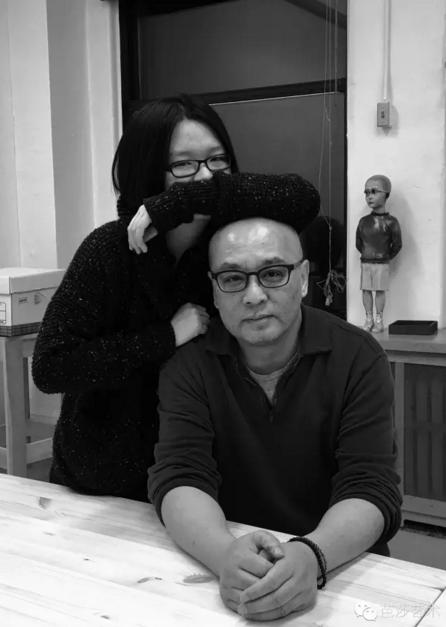 张晓刚与女儿,2016年元月于纽约工作室
