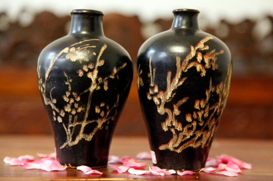宋代吉州窑黑釉花鸟纹梅瓶一对