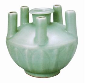 图二:南宋龙泉窑五管瓶