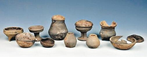 M22墓中出土的陶器组合