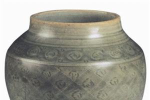 明中期龙泉窑器物的底部往往不施釉