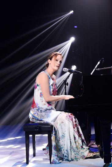 美国音乐家Lisbeth Scott现场弹奏演唱