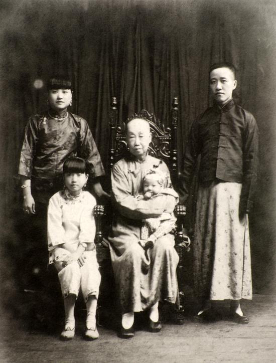 3吴昌硕与子、媳、孙等合影