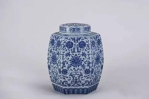 青花缠枝莲六方茶叶罐