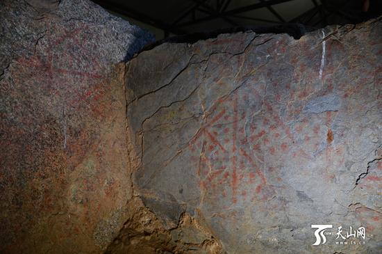 哈巴河托干拜2号墓地的一座石棺